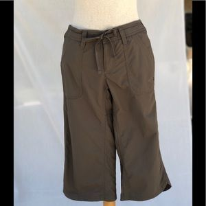 The North Face Size 0 Olive Cropped Pants